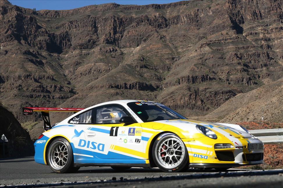 El Porsche 911 GT3 de Enrique Cruz y Yeray Mujica triunfa en la Gran Final de Maspalomas