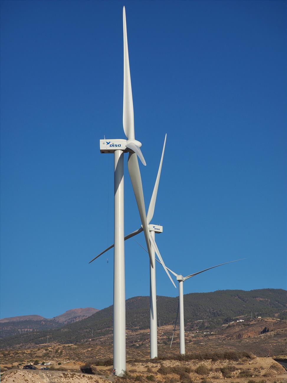 Los tres parques eólicos de DISA en Arico cuentan con 17 aerogeneradores