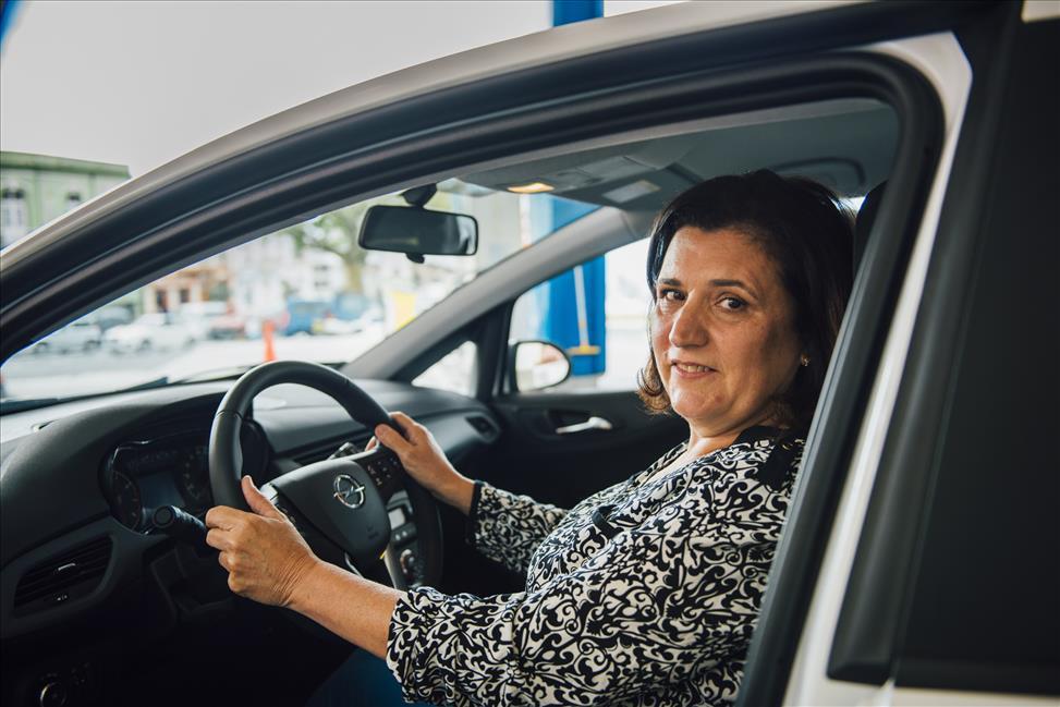 DISA entrega un Opel Corsa propulsado por AutoGas a la ganadora de su promoción de envases nu-b plus