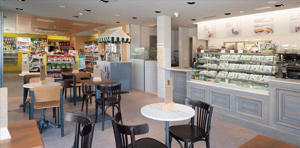 Restaurante Rodilla integrado en la Estación de Servicio Shell Arona